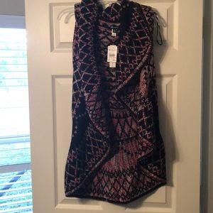 NWT! Beautiful versona sleeveless sweater cardigan
